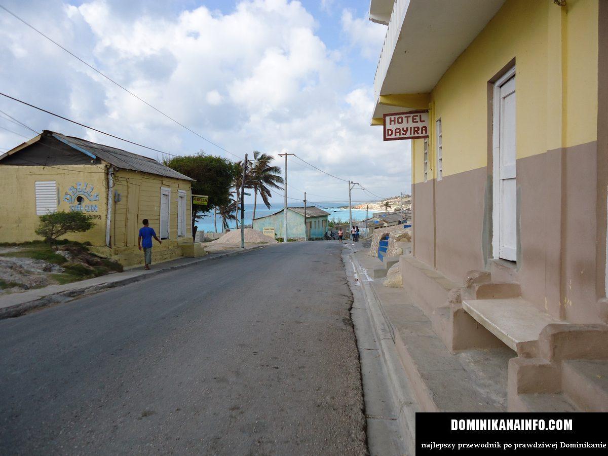 Dominikana uliczka w Enriquillo